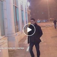 Политика | ВИДЕО: Филип Петровски нервозно го турна микрофонот на прашањето за двојазичноста