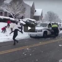 Како реагира полицијата во Канада кога ја гаѓаат со снег