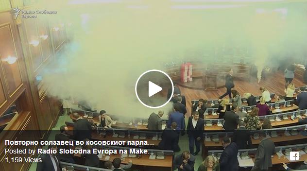 Косовски Парламент: Самоопределување третпат со солзавец го спречи гласањето на демаркацијата