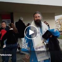 """Верници во Женева вербално го нападнаа """"предавникот"""" Отец Пимен"""