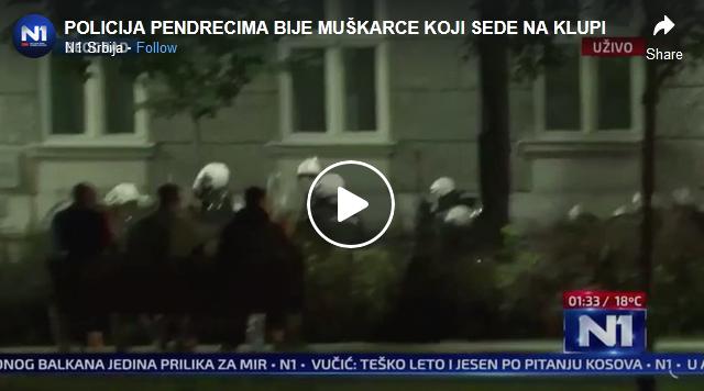 Полицијата во Белград брутално тепаше демонстранти кои седат на клупа