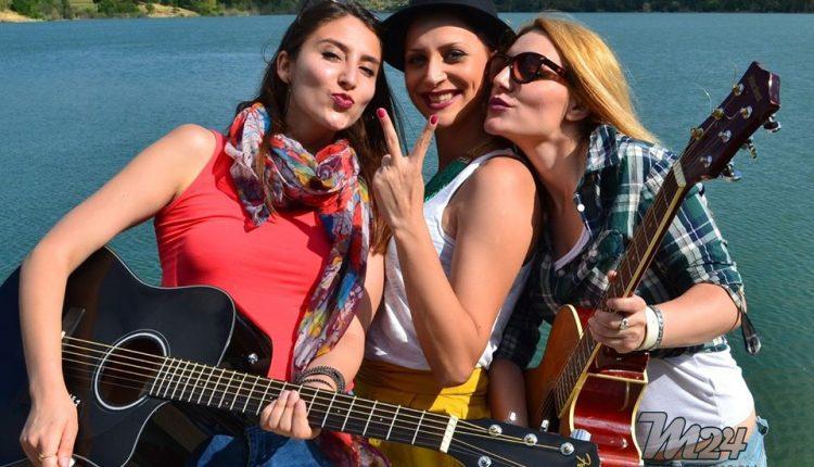 """""""Insanity"""" трета песна од трите девојки """"The Chicks"""" (Видео)"""