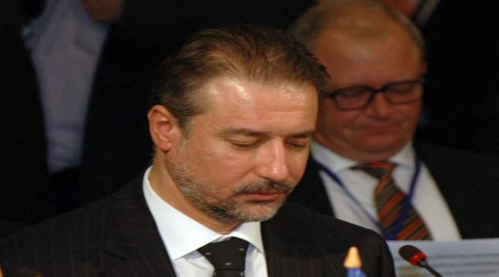 Кога вие г-дине Црвенковски имате кренато телефон на партиски член или граѓанин во 03 часот сабајле за да ги слушнете неговите маки?