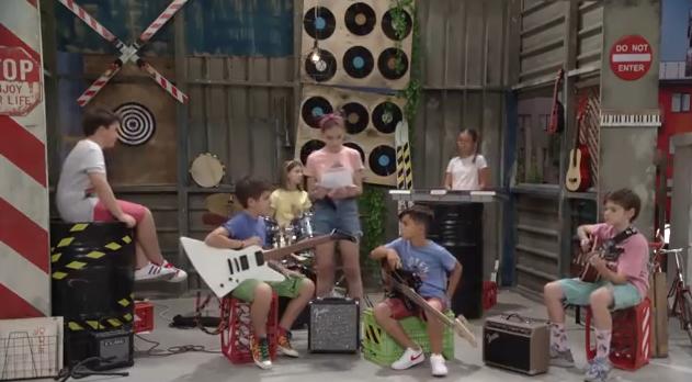 """Дајте музика S02E11- """"Јас или таа"""""""