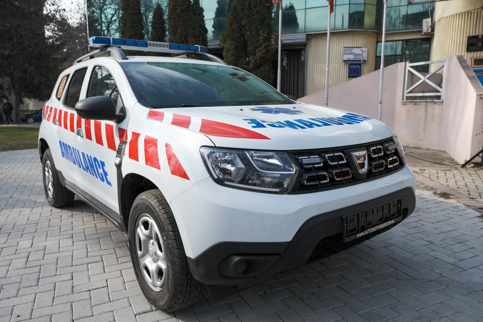 Со парите за новогодишно украсување општина Чаир купи две амбулантни возила за Итната помош во Скопје